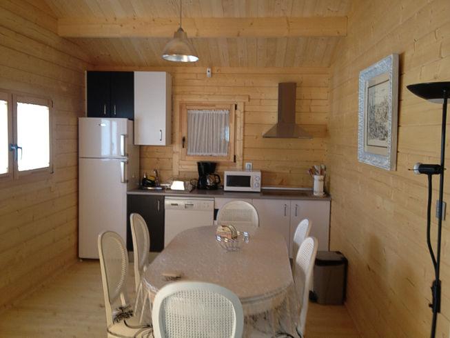 Casas de madera modelo bola os i daype for Interiores de casas prefabricadas