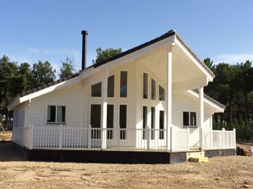 Casas de madera modelo moderna i daype for Casas de madera modernas