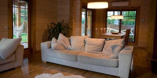 Casas de madera modelo pe iscola daype for Modelos de terrazas en madera