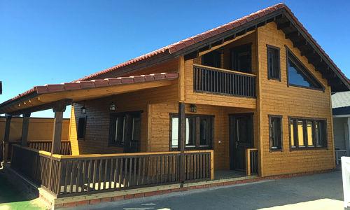 Casas de madera modelo toledo daype - Casas pequenas con porche y jardin ...
