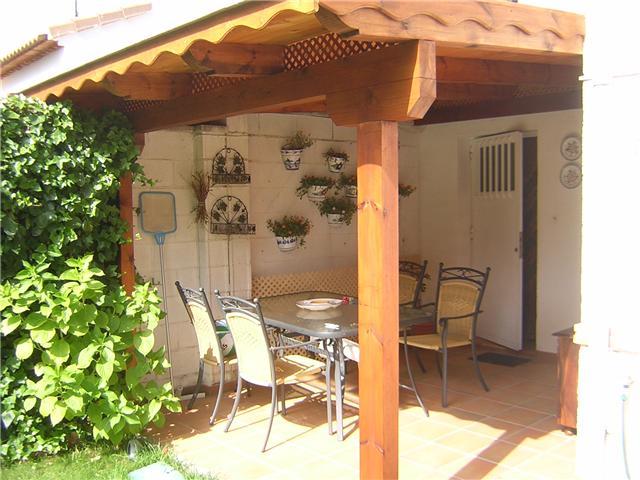Prgolas de madera pergolas y casas de madera porches - Porches de casas ...